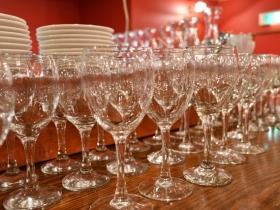 開店前に並んだグラス