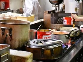 活気に溢れる厨房